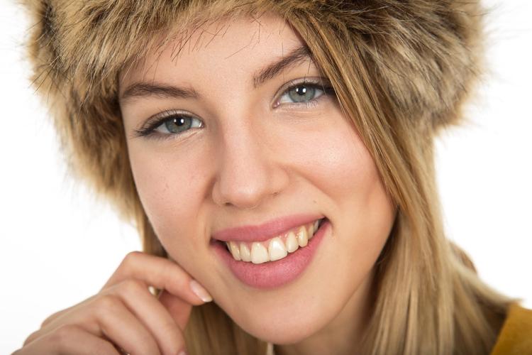 blondine lachen make up